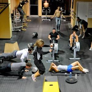 Круговая тренировка в тренажёрном зале и дома