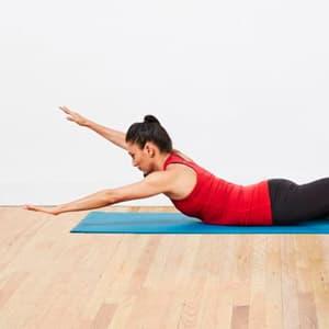 Упражнения на спину в домашних условиях: упражнения, программа с гантелями и без